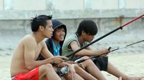 Văn Quyết trần trùng trục câu cá, Công Vinh sợ sóng biển