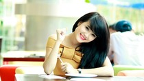 Khánh Chi - em gái Công Vinh khoe 'vai u thịt bắp' trên Facebook