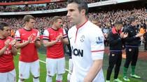 VIDEO: Van Persie vào nhầm phòng thay đồ Arsenal