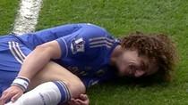Bẫy Rafael ăn thẻ đỏ, David Luiz cười khoái trá