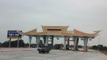 Dân vây trạm thu phí Hạc Trì: Phải làm rõ việc đặt trụ bê tông ngăn cầu Việt Trì