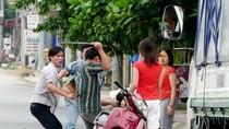 Hà Nội: Va chạm giao thông, bắt Việt kiều quỳ lạy xin lỗi giữa đường