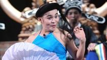 """Danh hài Việt Nam giả gái """"siêu sốc"""": Xuân Hinh"""