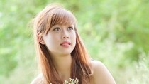 Hot girl Cẩm Tú đẹp lãng mạn trong sắc màu hoa cỏ