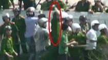 Cận cảnh vụ hành hung dã man hai nhà báo tại Văn Giang qua ảnh