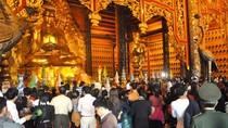 Hàng vạn người hành hương về chùa Bái Đính trong ngày khai hội