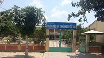 Huyện Trần Văn Thời không dừng hợp đồng 52 thầy cô
