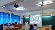 Gần 250 học sinh Trường Nguyễn Du trải nghiệm với Một ngày làm giáo viên
