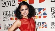 Hot 23/2: Jessie J lên thảm đỏ với... váy đỏ trong suốt