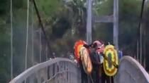 Video: Cầu treo đứt cáp khiến gần 50 người thương vong ở Lai Châu