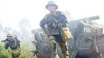 Rạp mình xem chiến sĩ bộ binh xung trận