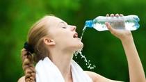 Nước ấm – nước lạnh: uống thời điểm nào là tốt nhất?