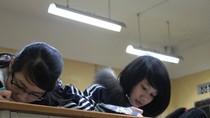 Chùm ảnh: Đổi giờ học, học sinh cấp 3 uể oải đợi đến 19h
