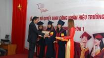 Nguyên TBT Lê Khả Phiêu chúc mừng khóa I trường ĐH QT Bắc Hà