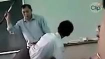 Thầy giáo đành phải 'bất lực' với học trò hư?