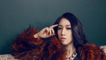 Miss Teen Emily nóng bỏng trong MV mới tung đầu năm