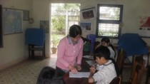 Cô giáo độc thân 18 năm nuôi dạy trẻ khiếm thính