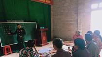 Lớp học đặc biệt của thầy giáo quân hàm xanh ở Sóc Giang