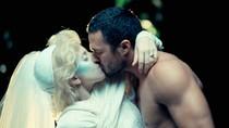 """Hot 1/2: Lady Gaga khiến người yêu """"tẽn tò"""""""