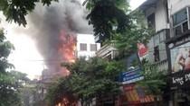 Video: Cháy lớn cửa hàng quần áo trẻ em trên phố Sơn Tây