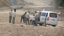 7 dân phòng vác tuýp nước đánh 2 người đàn ông trung niên