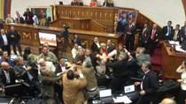 Quốc hội Venezuela loạn đả, Nghị sĩ 2 phe sứt đầu mẻ trán
