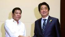 """Thủ tướng Shinzo Abe sẽ giúp Mỹ """"thăm dò"""" ông Duterte về Biển Đông?"""