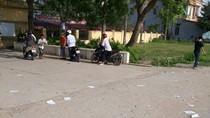 """""""Phao thi"""" vứt trắng cổng trường Dương Đình Nghệ"""