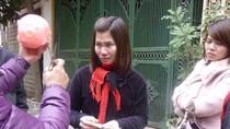 Vụ bạo hành: Chảy nước mắt cảnh hàng xóm góp tiền cho Lý