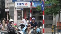 VIDEO: Thót tim với những kiểu vi phạm GT ở cầu cạn Thái Hà - Láng Hạ
