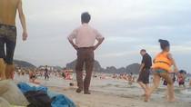 Clip: Kinh hoàng rác thải bủa vây ở biển Bãi Cháy - Quảng Ninh