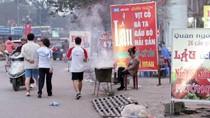 Người Hà Nội đẩy người đi bộ xuống đường để chiếm vỉa hè bán hàng (P2)