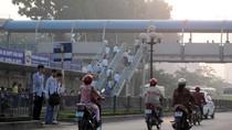 Phát hoảng khi nhìn cận cảnh cách qua đường của người dân Hà Nội
