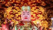 Chùm ảnh: Cận cảnh ngôi đền thờ kì lạ nhất Hà Nội