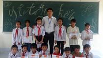 Thầy giáo Sằn, quyết ở lại bản, vừa dạy trẻ vừa làm du lịch