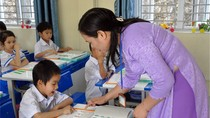 Cô giáo tiểu học Phạm Thị Thảo nặng lòng với học sinh khuyết tật