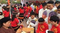 Học sinh trường Trung học phổ thông An Dương trải nghiệm đón Tết cổ truyền