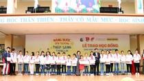 Trao học bổng Vừ A Dính cho 150 học sinh Quảng Ninh