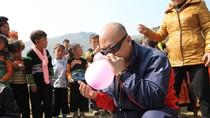 Niềm vui của những người con xa xứ khi đến với Kim Bon