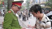 Choáng: Đàm Vĩnh Hưng bị công an 'phạt trên vỉa hè'