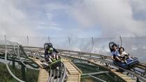 Du khách Hàn Quốc thử siêu phẩm đường xe trượt ống 3 vòng xoáy tại Bà Nà