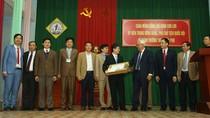 Phó Chủ tịch Quốc hội tặng quà và chúc tết Trường phổ thông trung học Trần Phú