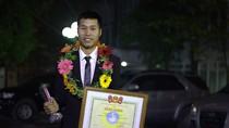 Ngưỡng mộ sự nỗ lực phấn đấu của chàng sinh viên, Đảng viên Nguyễn Đức Tân