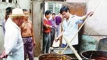 Đáng sợ kỹ nghệ tái chế dầu ăn, lẩu, bánh bao ở Trung Quốc