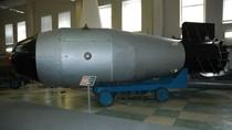 Cảnh long trời lở đất khi máy bay Liên Xô thả bom nguyên tử