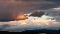 Kỳ lạ vùng sa mạc nằm giữa các núi băng ở Nga