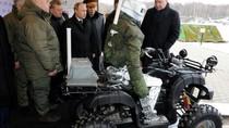 VIDEO: Nga tiết lộ robot có khả năng bắn súng, lái xe địa hình