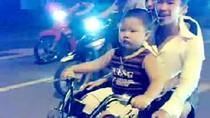 Clip: Ghê sợ cảnh trẻ em lái xe máy phóng vèo vèo trên phố