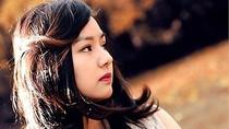 Vẻ đẹp thanh tân của nữ sinh Việt ở xứ sở sương mù