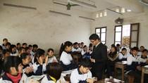 Báo GDVN trao quà tới học sinh tới trường bằng nạng 11 năm